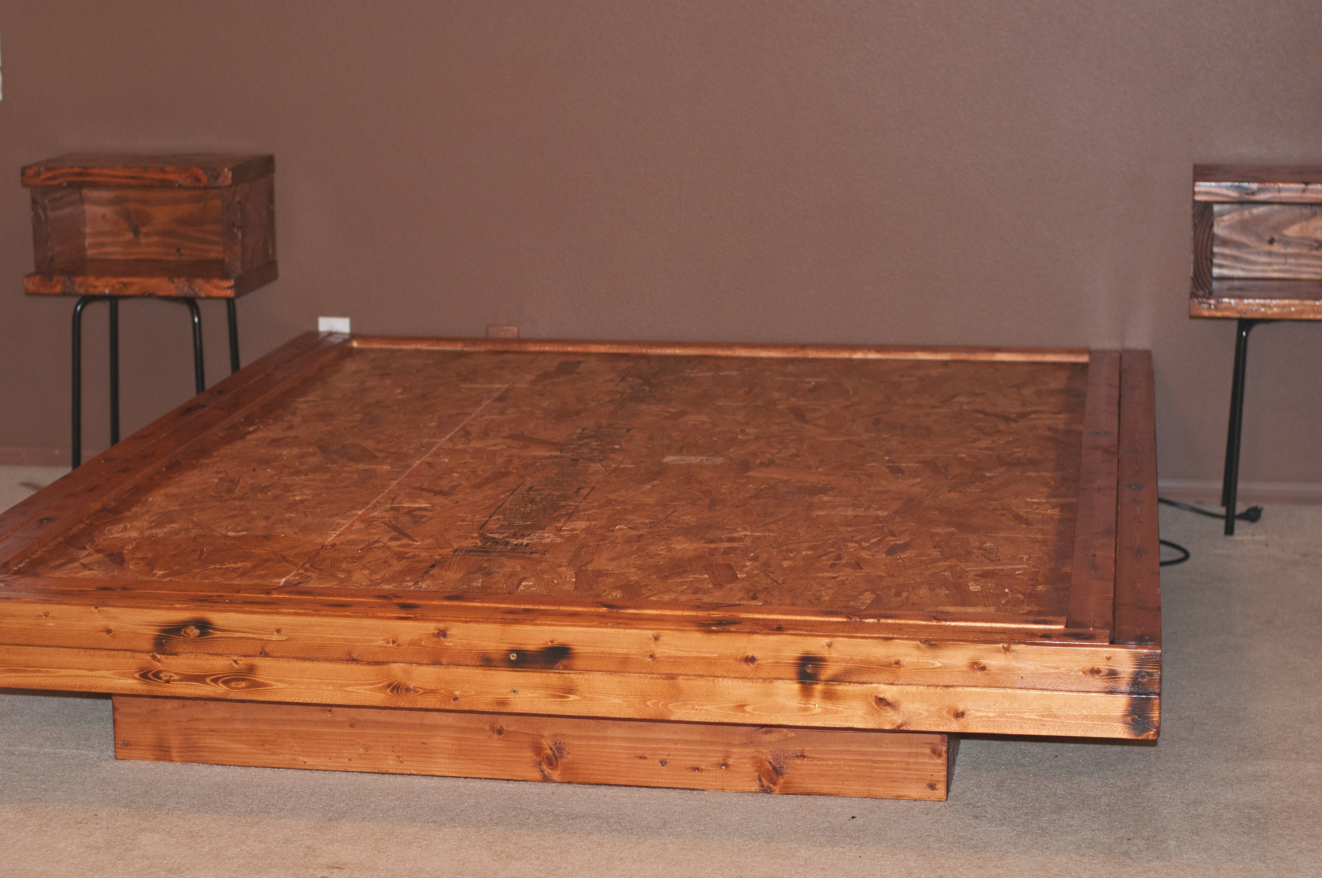 how to build a platform bed with legs | Complete Woodworking ...